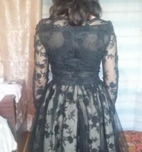 Платье чёрное нарядное с рукавом