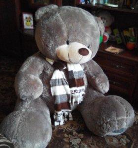 Огромный плюшевый медведь)