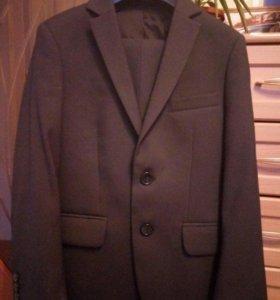 Костюм на мальчика (пиджак и брюки)
