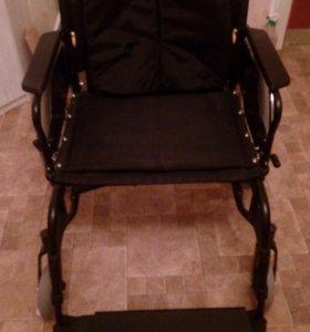 Инвалидное кресло-коляска для очень полных.