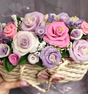 Мыльные цветы в корзине.