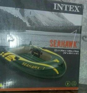 Лодка надувная с насосом.