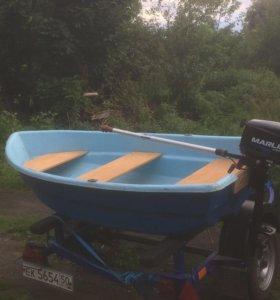 Лодка одноместная с мотором