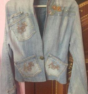 Стильная джинсовая куртка пиджак