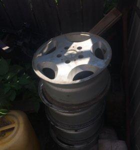 Продаю комплект литых дисков