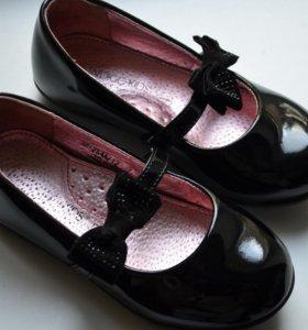 Детские школьные туфли лаковые с бантиком