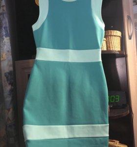 Облегающее мятное платье