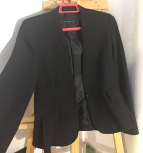 Пиджак чёрный приталенный Zara