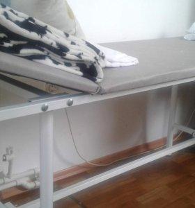 Кушетка,маникюрный стол,стулья,стойка для педикюра