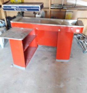 Кассовый стол и проход