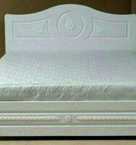 Кровать с гипсовым рисунком