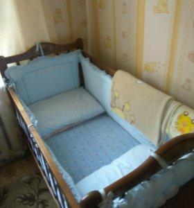 Кроватка детская вместе с комплектом