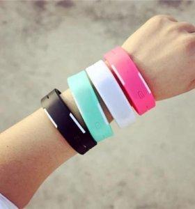 Силиконовые часы-браслет