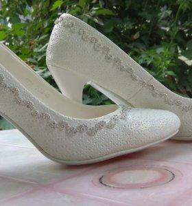 Туфли белые свадебные 39-40разм.