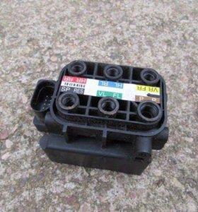 Блок клапанов пневмоподвески Gl x164