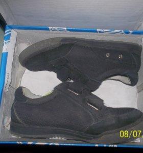Спортивные замшевые кроссовки