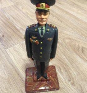Сувенирная статуэтка военного