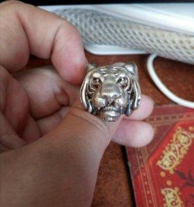 Мужское серебряное кольцо Тигр