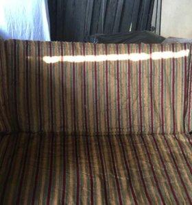 Современный диван в хорошем состоянии