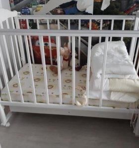 Кроватка детская с матрасом. С ящиком