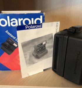Фотоаппарат Polaroid в коробке в рабочем состоянии