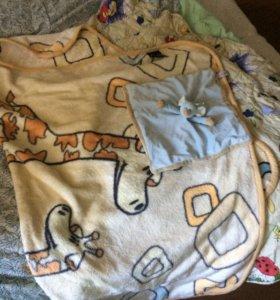 Одеяла в детскую кроватку и пледы