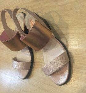 Очень удобные ,невесомые и красивые женские туфли