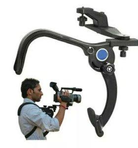 Плечевой упор для видеокамеры.