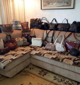 Разные кожаные сумки/клатчи/кросс-боди.