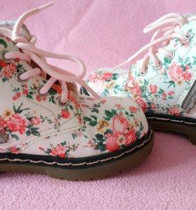 Ботинки для модницы 23 размера