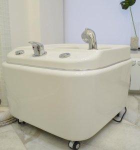 Ванна для педикюра, с подводом воды.