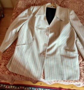 Пиджак женский,шерсть + стнтетика, практически не