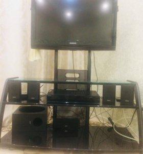 Телевизор, подставка и домашний кинотеатр
