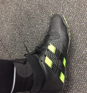 Кроссовки для футбола (сороконожки)
