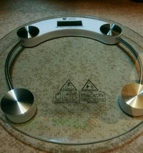Электронные напольные весы со стеклом