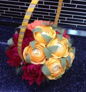 Цветочкая корзинка с конфетами