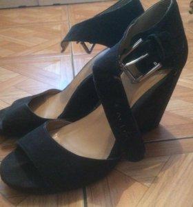 Отдам бесплатно женские туфли. Размер 39
