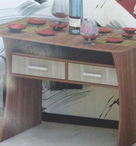 Обеденный стол с выдвижными ящиками