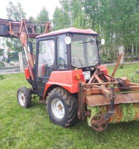 Трактор Беларус 320 с погрузчиком и щеткой