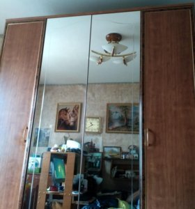 четырех створчатый зеркальный шифоньер