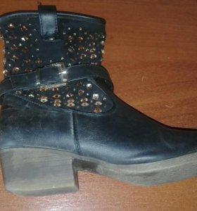 Ботинки чёрные. 37 размер