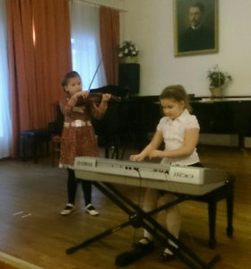 Игра на синтезаторе, фортепиано