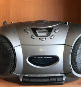 CD и кассетный магнитофон с функцией радио