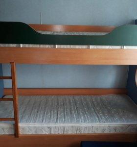 Двух-ярусная кровать б/у