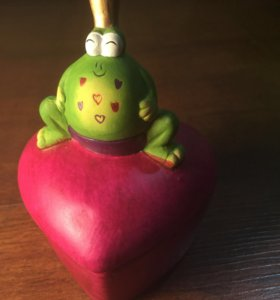 Шкатулочка в форме сердца с лягушонком