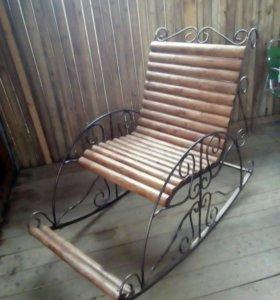 Кресло - качалка с элементами ковки.