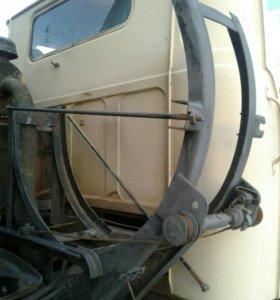 Крепление запасного колеса