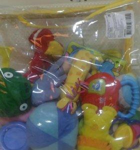 Пакет с игрушками для малыша