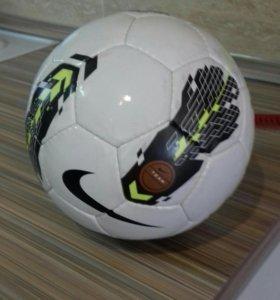 мяч футбольный в идеальном состоянии