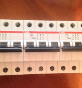 Автоматический выключатели S203 Z8, S201 C32 ABB
